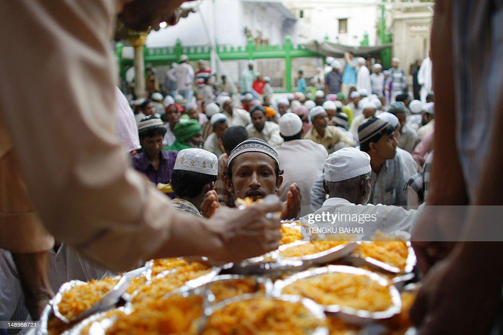 A Muslim man receives a plate of biryani : News Photo