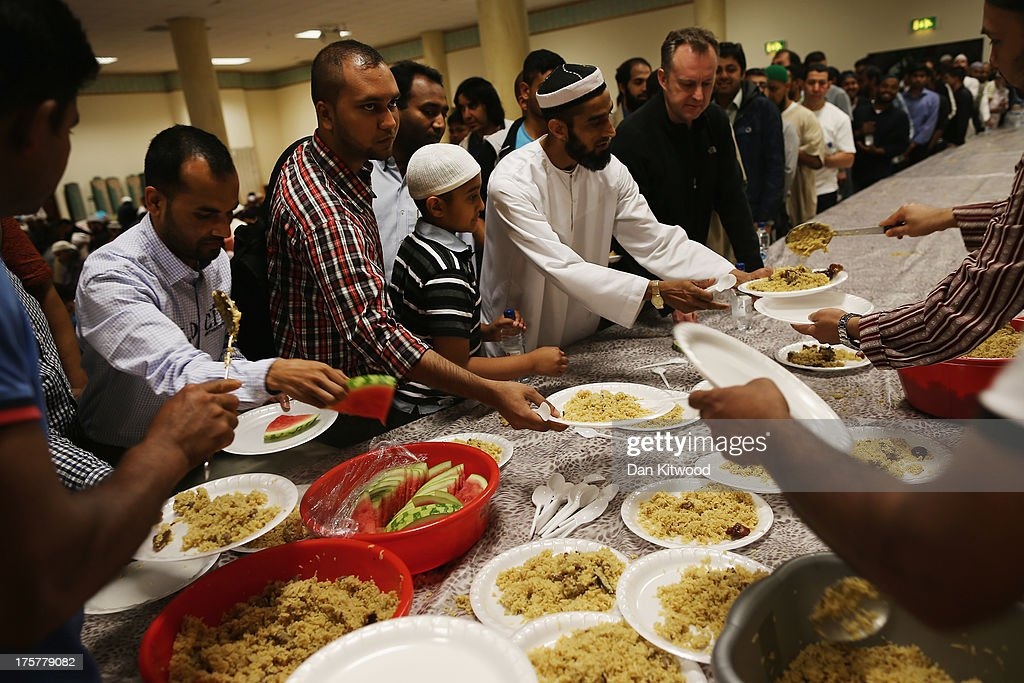 The Final Day Of Ramadan At The East London Mosque : News Photo