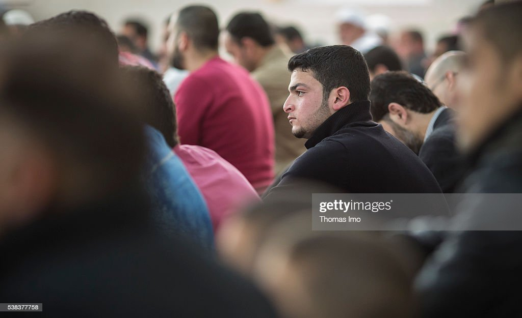 Friday prayer in a mosque in Jordan : News Photo