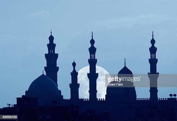 muslim mosque night with rising moon - moskee stockfoto's en -beelden