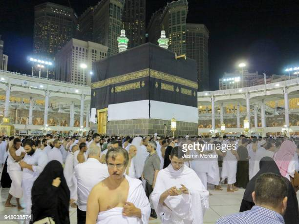 muslim people praying in kaaba - jasmin lord stock-fotos und bilder