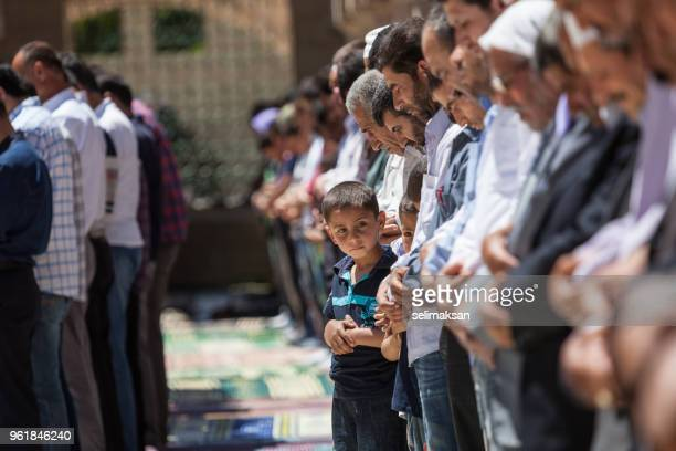muslim people praying in mosque for friday prayer - muslim praying stock pictures, royalty-free photos & images