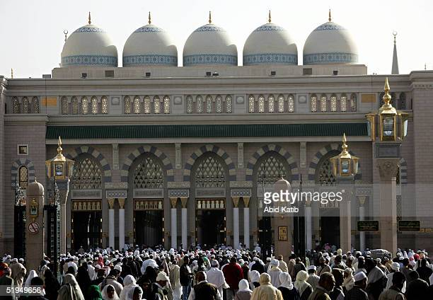 Muslim pilgramges pray the AlAser prayer in the Prophet Mohammed Mosque January 13 2005 in Medina Saudi Arabia Pilgrams began arriving in Saudi...