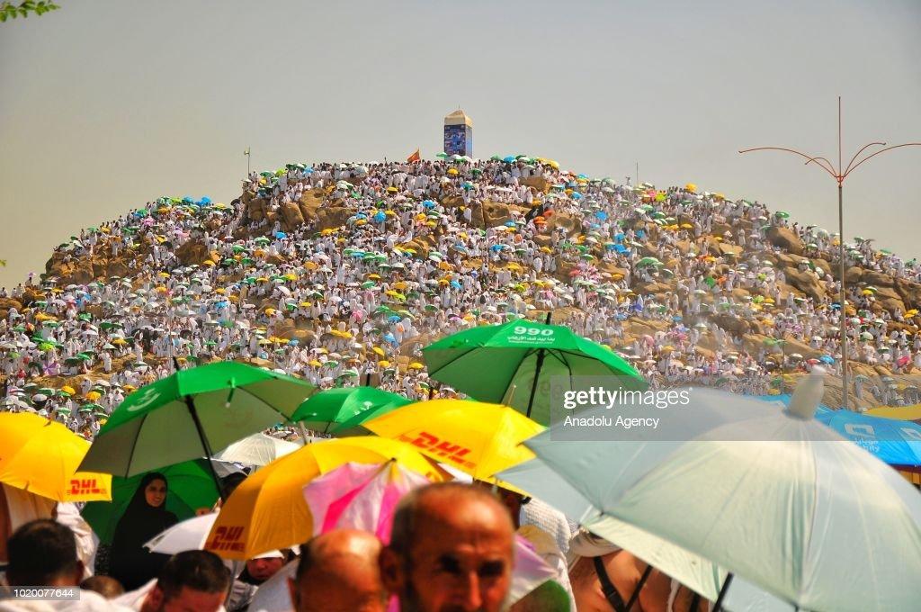 Muslim prospective pilgrims on Mount Arafat : News Photo