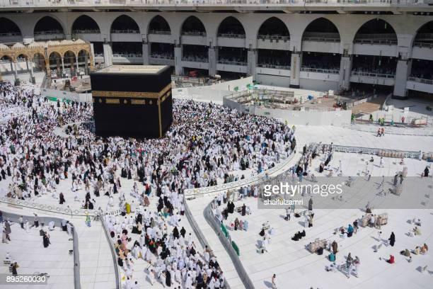 "muslim pilgrims circumambulate or ""tawaf"" the kaabah after subuh prayer at masjidil haram - shaifulzamri fotografías e imágenes de stock"