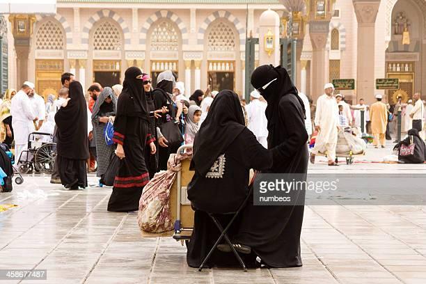 pèlerins musulman, medina, arabie saoudite - hajj photos et images de collection
