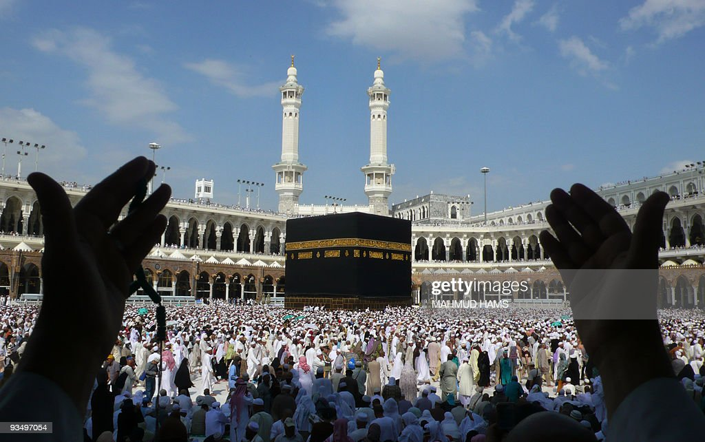 Muslim pilgrims perform the final walk ( : News Photo