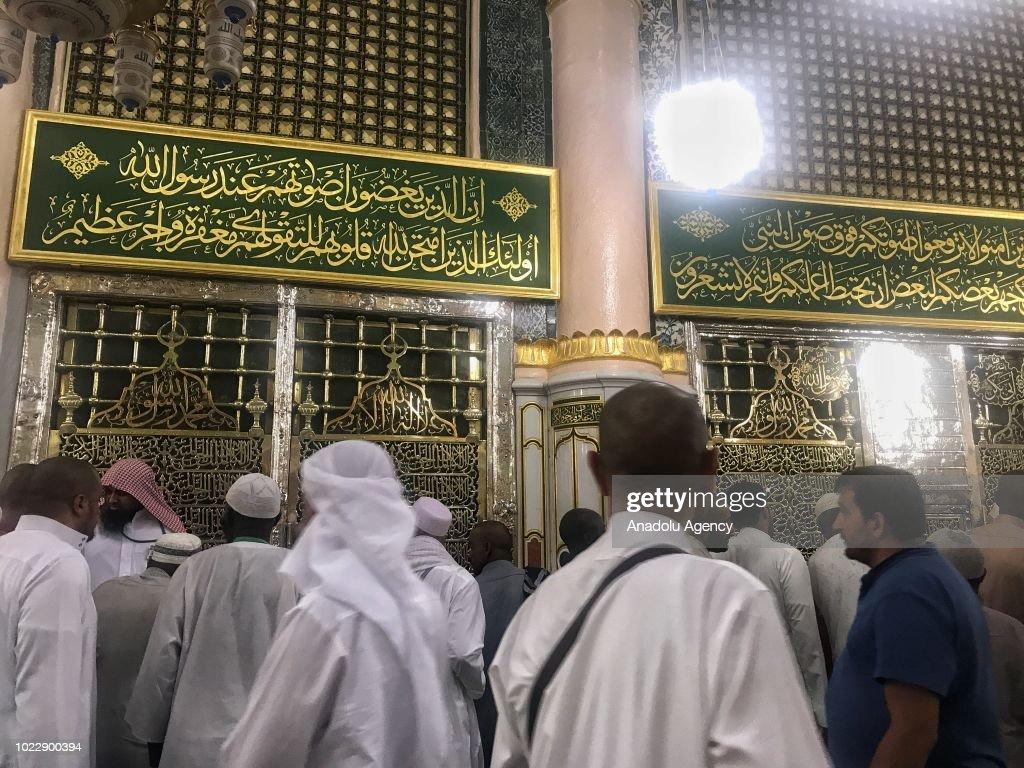 Muslim Pilgrims at Masjid al-Nabawi : News Photo