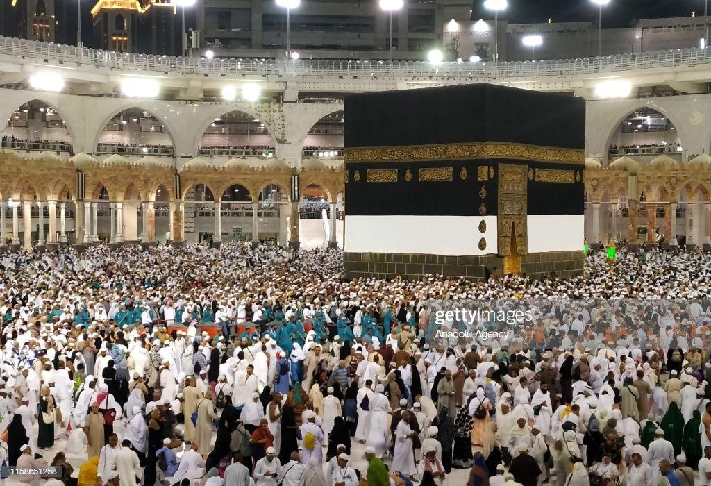 Muslim Hajj pilgrims at Masjid al-Haram in Mecca : News Photo