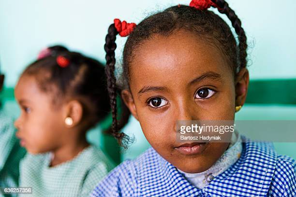 Niña en edad escolar musulmana en el sur de Egipto