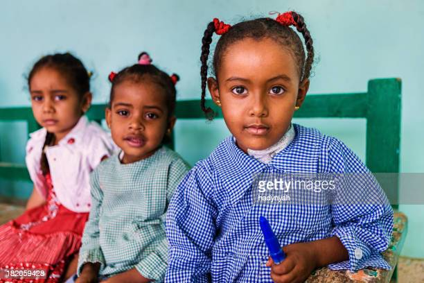 muslimische schoolgirls im süden von ägypten - nordafrika stock-fotos und bilder