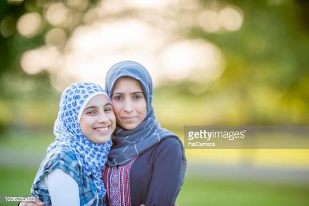 Moslimvrouw en haar tiener dochter - portret