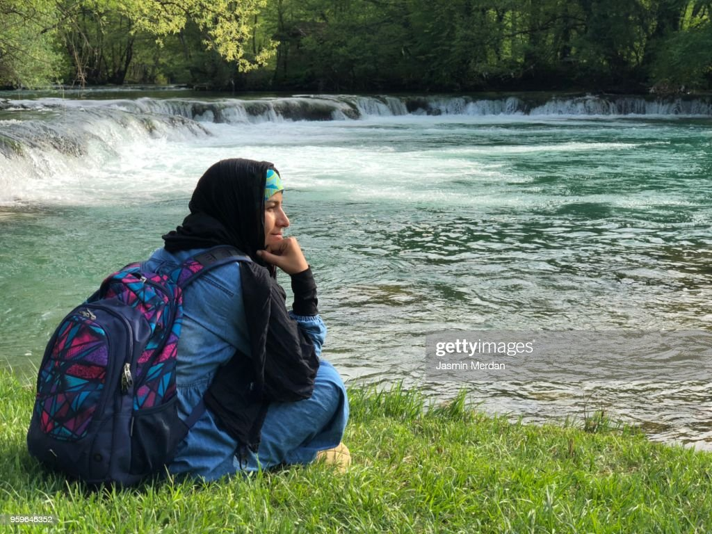 Muslim woman on river during travel : Stock-Foto