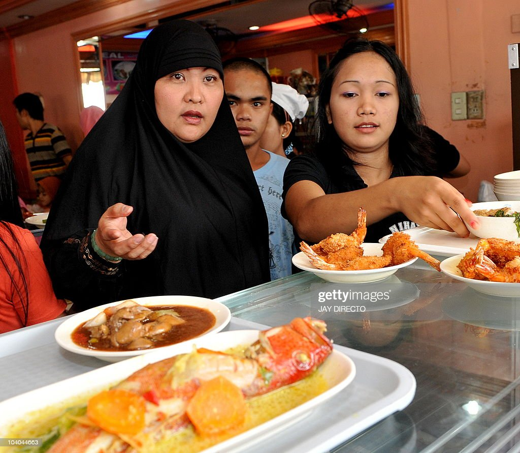 Best Eaten Eid Al-Fitr Food - muslim-woman-orders-food-to-mark-eid-al-fitr-by-eating-in-a-after-picture-id104044663  Collection_539798 .com/photos/muslim-woman-orders-food-to-mark-eid-al-fitr-by-eating-in-a-after-picture-id104044663