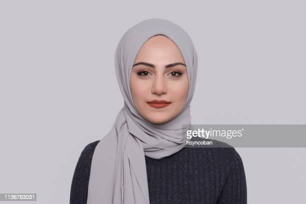 muslim woman - hijab stock pictures, royalty-free photos & images