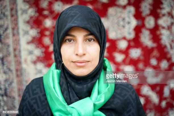 muslim woman portrait on street - dorp stockfoto's en -beelden