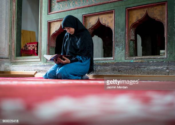 muslim woman praying - holy quran stock pictures, royalty-free photos & images