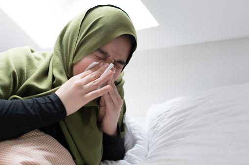 Muslim Woman with Flu - gettyimageskorea