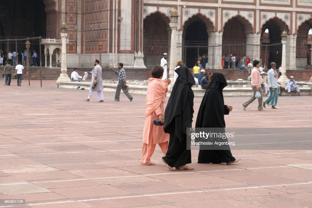 Muslim women in Jama Masjid mosque courtyard, Delhi, India : Stock Photo