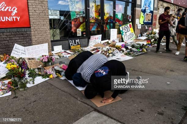 Muslim women offer evening prayers at the makeshift memorial in honour of George Floyd on June 4 2020 in Minneapolis Minnesota On May 25 Floyd a...