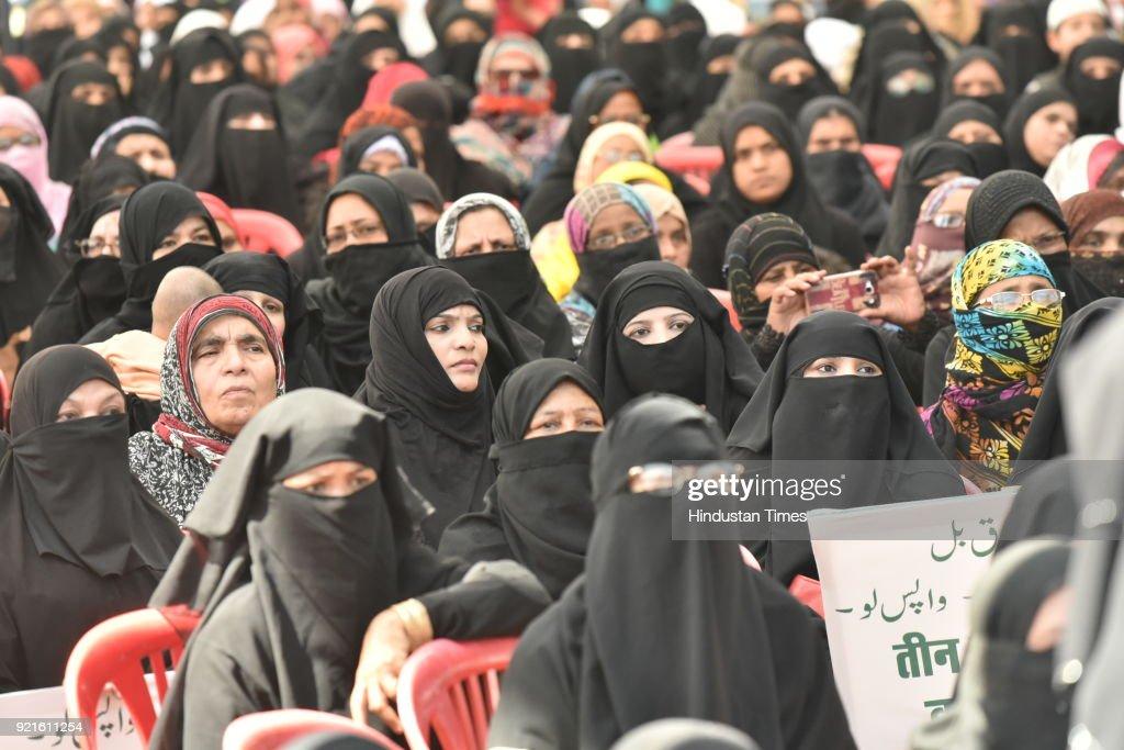 Muslim Women Protest Against Triple Talaq Bill In Bhopal : Foto di attualità