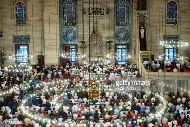 TOPSHOT Muslim worshippers perform Eid alFitr prayers at the Suleymaniye mosque on June 4 2019 in Istanbul Muslims throughout the world are marking...