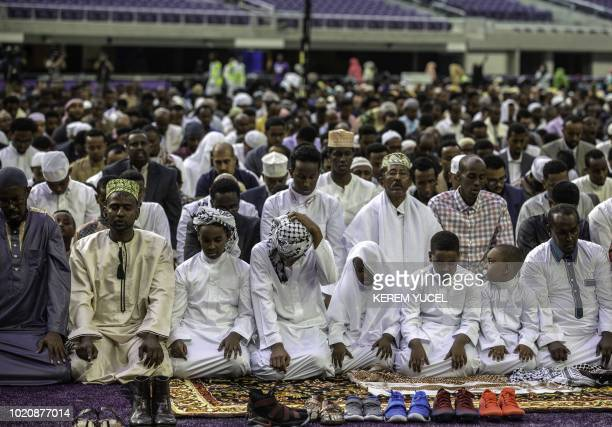 Muslim worshippers pray at the US Bank Stadium during Eid alAdha services and festivities on August 21 2018 in Minneapolis Minnesota The US Bank...