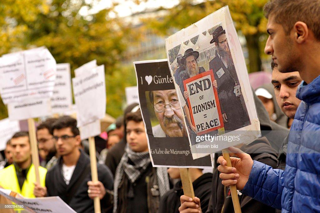 Protest von Muslimen gegen das amerikanische Schmäh-Video in Berlin : News Photo