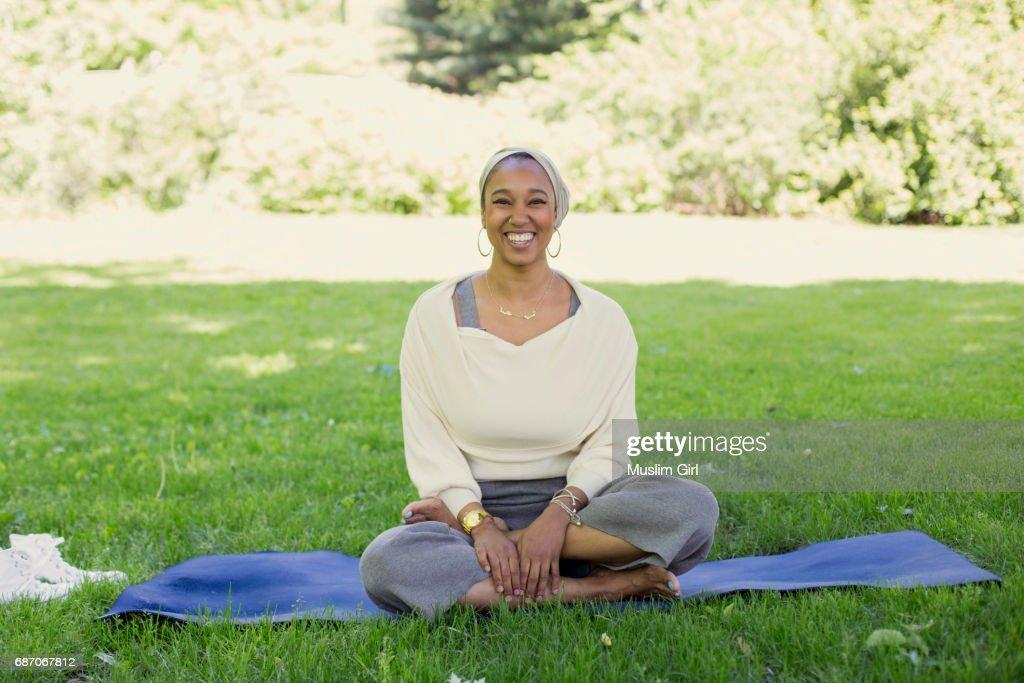 #MuslimGirl Yogi : Stock Photo