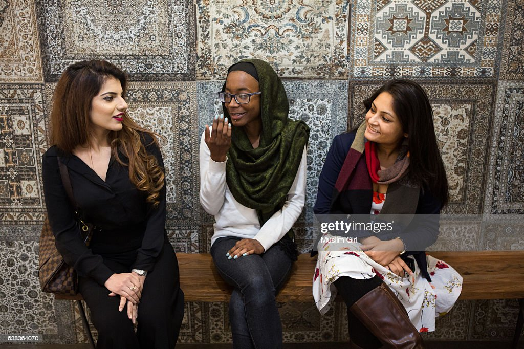 #MuslimGirls at Work : Stock Photo