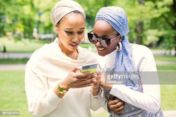 #muslimgirls checking social media - muslimgirlcollection stock pictures, royalty-free photos & images