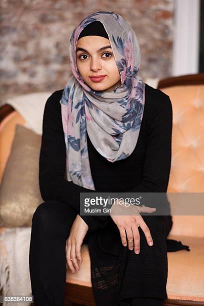 #muslimgirls hanging out - velo fotografías e imágenes de stock