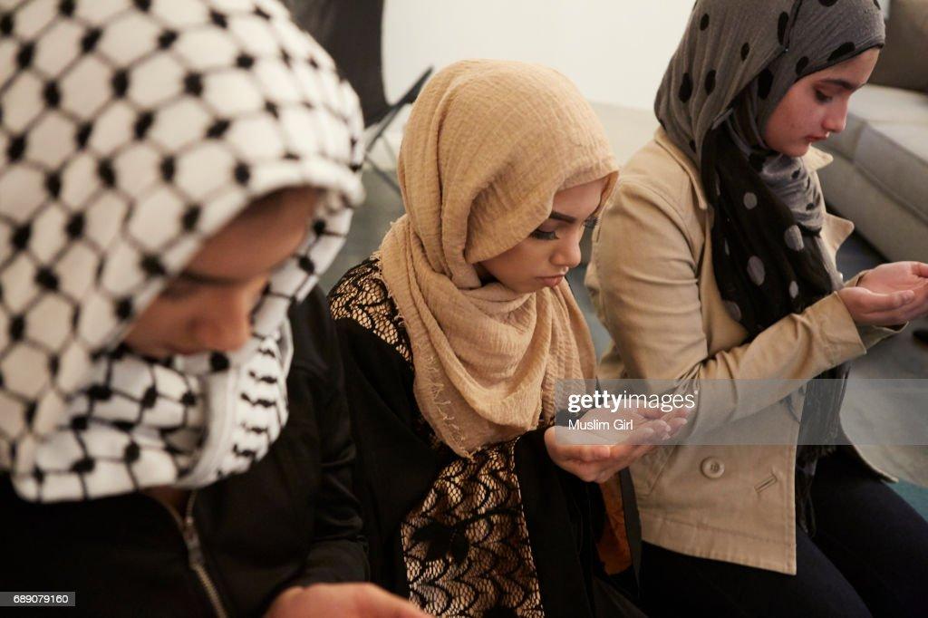 #MuslimGirls Iftar for Ramadan - Praying : Stock Photo