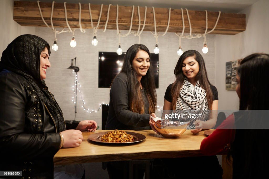 #MuslimGirls Iftar for Ramadan - Serving Friends : Stock Photo