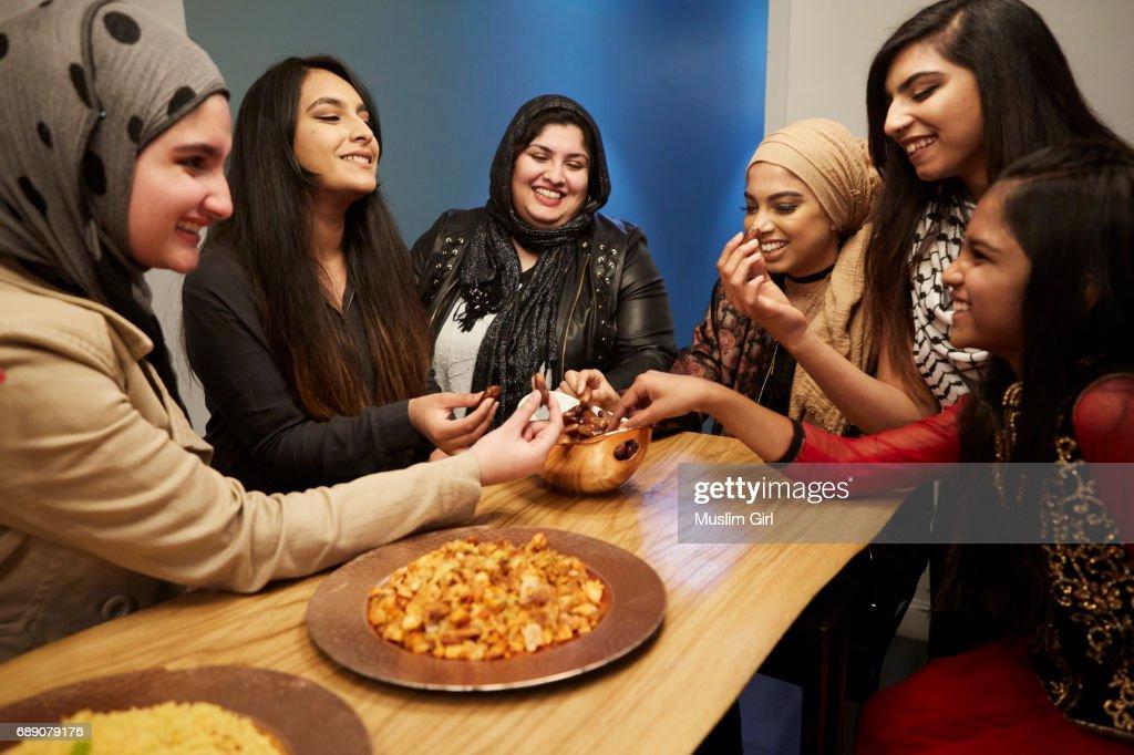 #MuslimGirls Iftar for Ramadan - Sharing Dates : Stock Photo