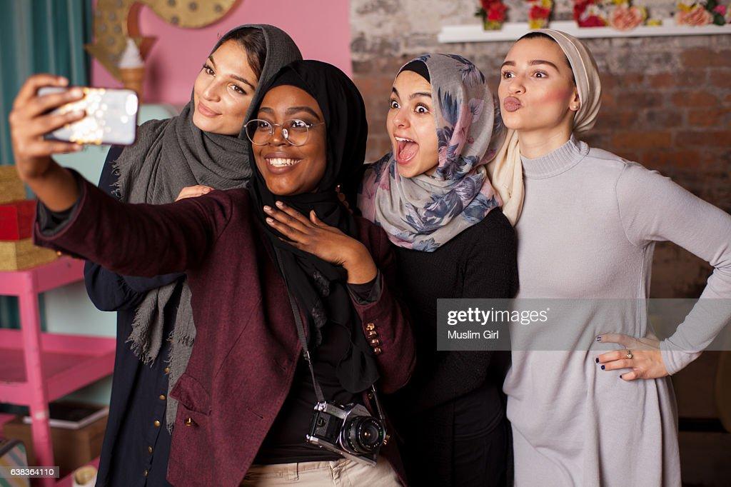 #MuslimGirls Selfie : Stock Photo