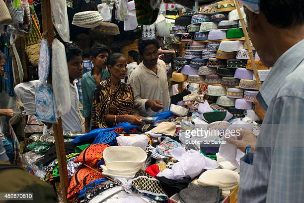 Muslims are busy shopping on the eve of EidulFitr in the streets of central Kolkata at the end of the month of Ramadan