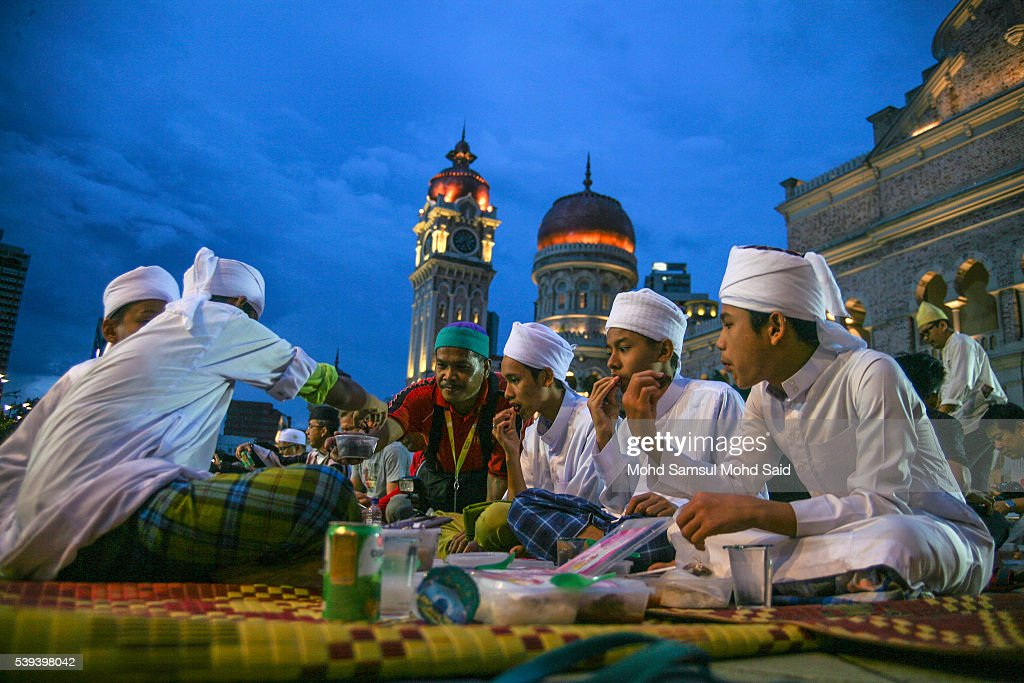 Muslims break their fast during the holy month of Ramadan at Dataran Merdeka (Independent Square) on June 11, 2016 in Kuala Lumpur, Malaysia. Muslims around the world are observing the fasting month of Ramadan, Islam's holiest month, during which observant believers fast from dawn to dusk. They celebrate the end of the Ramadan with Eid al-Fitr festival.