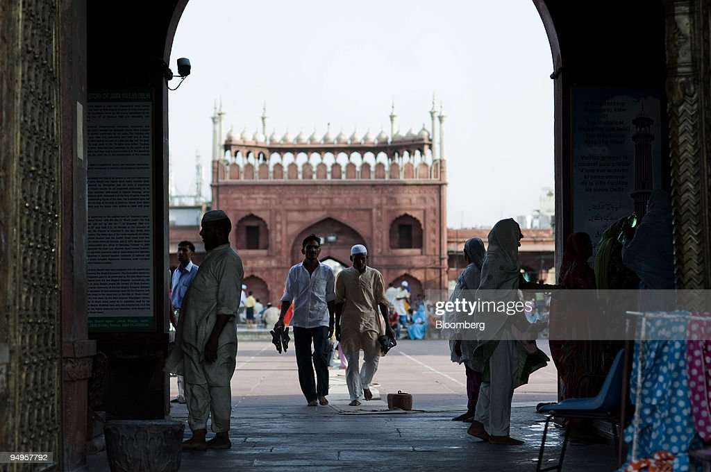 Muslims leave after afternoon prayers at the Jama Masjid mos : News Photo