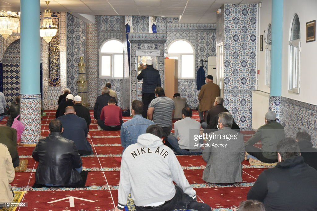 First Friday prayer in France after Covid-19 : Nieuwsfoto's