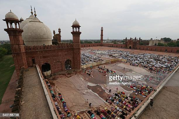 Muslims perform Eid alFitr prayer during the Eid alFitr holiday at Badshahi Mosque in Lahore Pakistan on July 06 2016 Muslims around the world are...