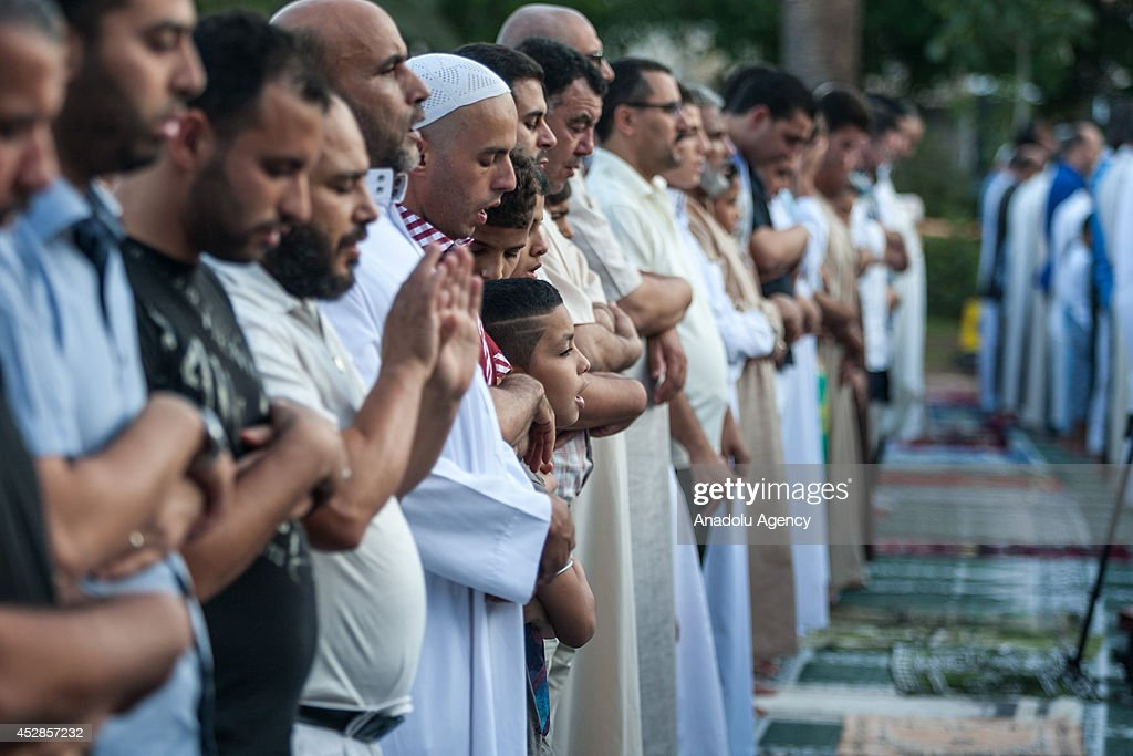 Simple Tunisia Eid Al-Fitr Feast - muslims-perform-eid-alfitr-prayer-in-the-capital-tunis-tunisia-on-picture-id452857232?s\u003d612x612  Photograph_921827 .com/photos/muslims-perform-eid-alfitr-prayer-in-the-capital-tunis-tunisia-on-picture-id452857232?s\u003d612x612