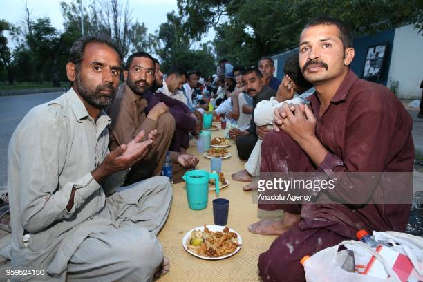Muslims pray before the iftar dinner on the first day of holy Islamic month of Ramadan in Islamabad Pakistan on May 17 2018 Traditional meals...