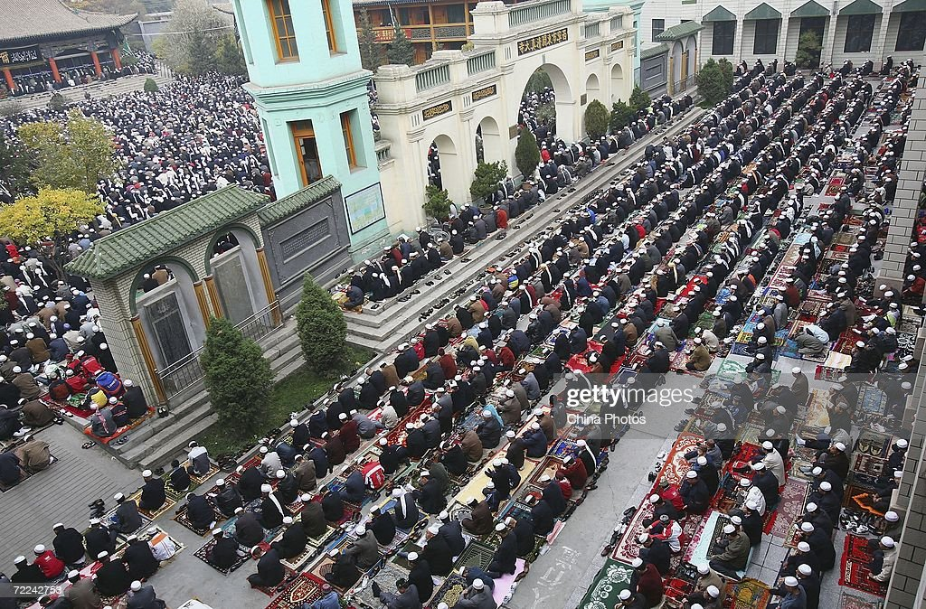 Good China Eid Al-Fitr Feast - muslims-pray-during-a-ceremony-to-mark-the-eidalfitr-festival-in-on-picture-id72242753  Image_662545 .com/photos/muslims-pray-during-a-ceremony-to-mark-the-eidalfitr-festival-in-on-picture-id72242753