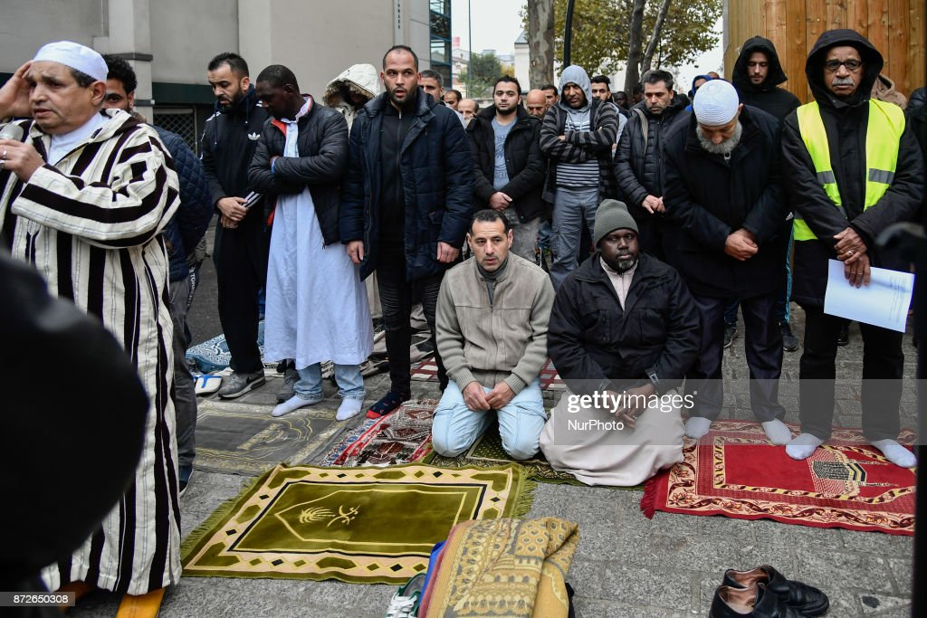 Protest against muslim street prayer of Friday in Clichy : News Photo