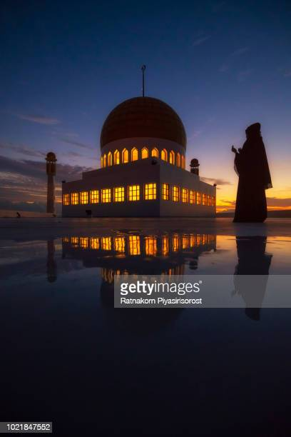 muslims pray the mosque is in the foreground, sunset scene - arbaeen fotografías e imágenes de stock