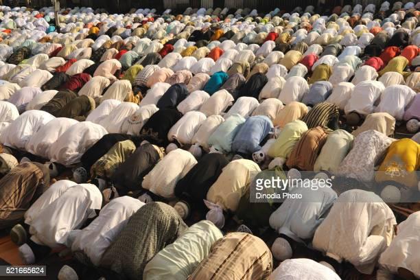 muslims pray to id al adha on street in bombay mumbai, maharashtra, india - namaz stock pictures, royalty-free photos & images