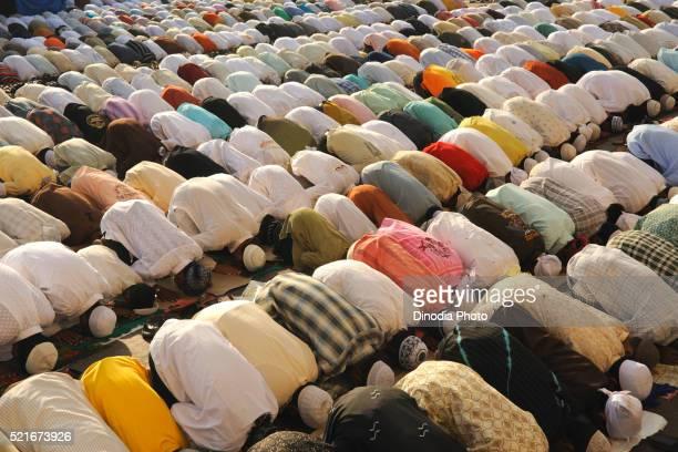 muslims pray to id al adha on street in bombay mumbai, maharashtra, india - salah islamic prayer stock pictures, royalty-free photos & images
