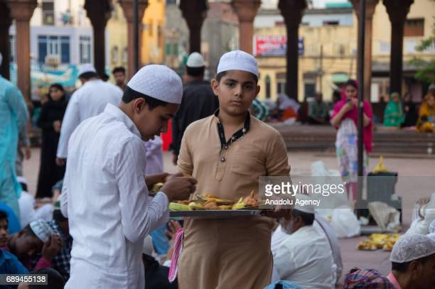 Muslims prepare for the first fast-breaking meal during the holy month of Ramadan at Jama Masjid in Delhi, India on May 28, 2017.