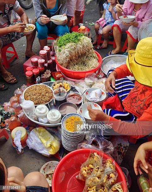 mussel rice restaurant - grupo mediano de animales - fotografias e filmes do acervo